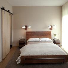 Modern Bedroom by Elizabeth Strianese Interiors