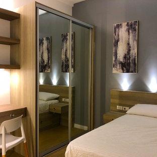 Ispirazione per una camera degli ospiti design di medie dimensioni con pareti grigie, pavimento con piastrelle in ceramica, nessun camino e pavimento giallo