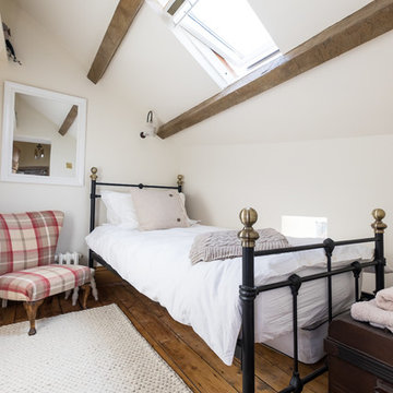 The simple bedroom under the eaves