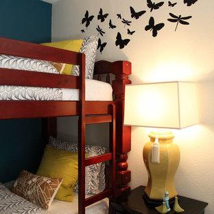 Idées déco pour une chambre contemporaine avec un mur blanc.