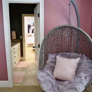Ejemplo de dormitorio tipo loft, vintage, de tamaño medio, con paredes rosas, moqueta y suelo beige