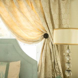 デンバーの中くらいのトランジショナルスタイルのおしゃれな主寝室 (ベージュの壁)