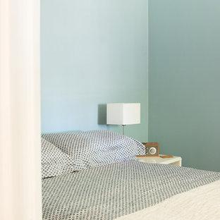 シドニーの小さいヴィクトリアン調のおしゃれな客用寝室 (青い壁) のレイアウト