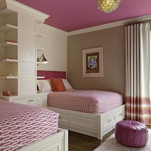 サンフランシスコのトランジショナルスタイルのおしゃれなゲスト用寝室 (マルチカラーの壁) のインテリア