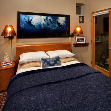 Tiny House: Tiny bedroom by Kimball Starr Interior Design