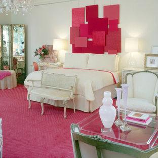 Imagen de habitación de invitados moderna, grande, con paredes blancas y suelo de madera oscura