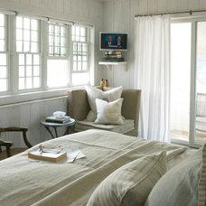 Rustic Bedroom by Heiberg Cummings