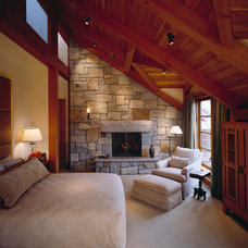 Traditional Bedroom by Holliday Masonry