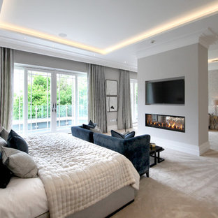 Inspiration for a traditional bedroom in Surrey.