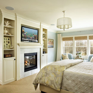 Inspiration for a traditional master bedroom in Portland with blue walls and carpet.