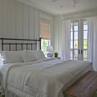Klassisches Schlafzimmer mit weißer Wandfarbe in Miami