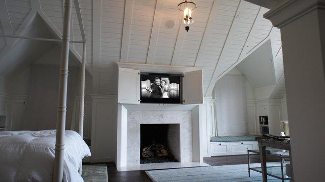 Traditional Bedroom by Hi-Tek Group