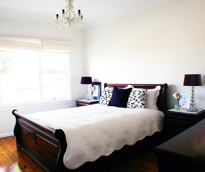 Traditional Bedroom by Ish and Chi