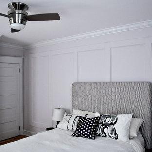 Esempio di una camera da letto tradizionale con pareti grigie