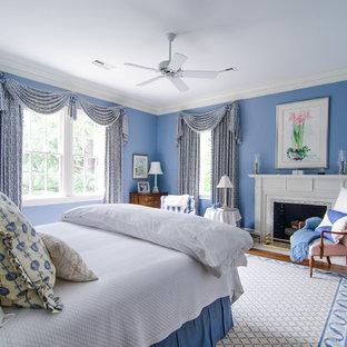 Foto di una camera da letto classica con cornice del camino piastrellata e camino classico