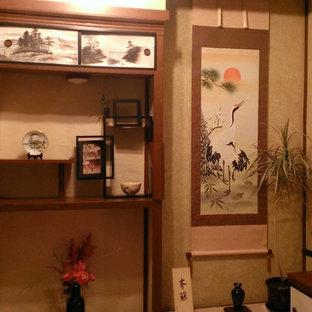 Ispirazione per una piccola camera degli ospiti etnica con pareti beige