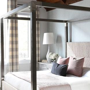 Exempel på ett lantligt sovrum, med grå väggar, heltäckningsmatta och grått golv