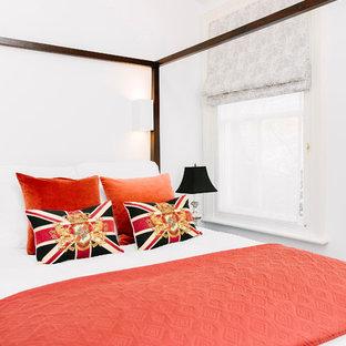 На фото: гостевая спальня среднего размера в викторианском стиле