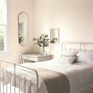 バークシャーのヴィクトリアン調のおしゃれな寝室