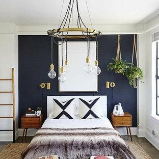 ヒューストンのトランジショナルスタイルのおしゃれな客用寝室 (白い壁、グレーの床) のレイアウト