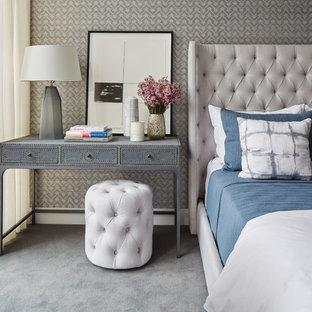 Foto de habitación de invitados tradicional renovada con moqueta, suelo gris y paredes grises