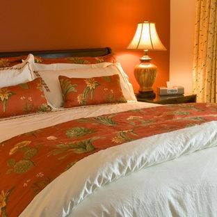 Idee per una camera degli ospiti tropicale con pareti rosse e moquette