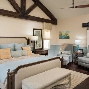 Ispirazione per una camera matrimoniale classica di medie dimensioni con pareti beige, parquet scuro, camino lineare Ribbon, cornice del camino piastrellata e pavimento marrone