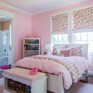 Cette photo montre une chambre chic.