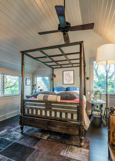 Bedroom by Camelot Custom Homes Inc.