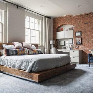 Ejemplo de dormitorio industrial con paredes blancas, moqueta y suelo azul