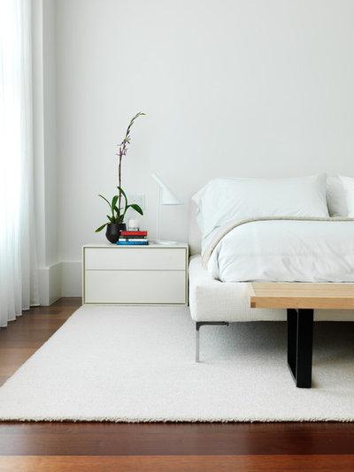 Camera da letto nera e bianca e con colori neutri
