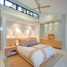 Tropical Bedroom by BARRETT STUDIO architects