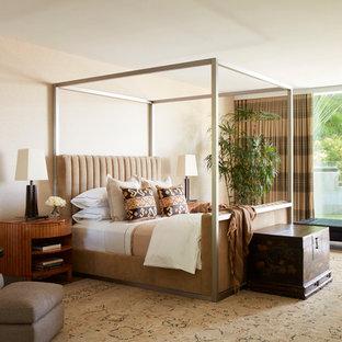 Ejemplo de dormitorio principal, vintage, sin chimenea, con paredes beige