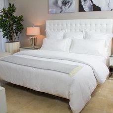 Modern Bedroom by L.Pumpa Designs