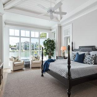Foto de dormitorio principal, marinero, con paredes grises, suelo de madera en tonos medios y suelo marrón