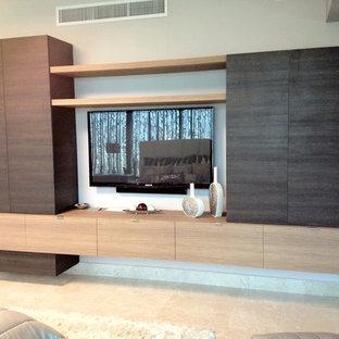 На фото: большая хозяйская спальня в стиле модернизм с бежевыми стенами и мраморным полом без камина с
