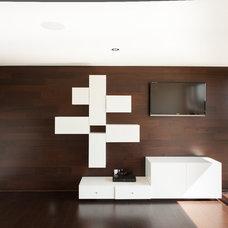 Modern Bedroom by Habitat Studio