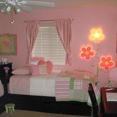 Modern Bedroom by Legacy Designs