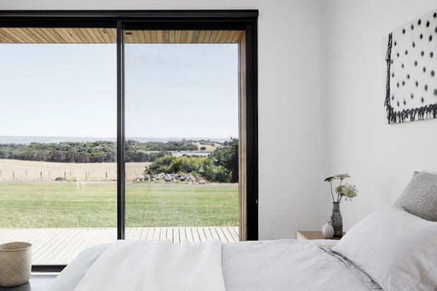 Contemporary Bedroom by Tom Robertson Architects