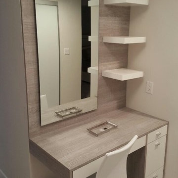 Two toned make up station