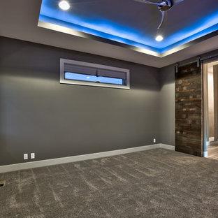 Imagen de dormitorio principal, minimalista, grande, con paredes grises, moqueta, chimenea tradicional y marco de chimenea de yeso
