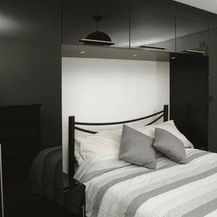 Diseño de dormitorio principal, actual, de tamaño medio, sin chimenea, con paredes amarillas y moqueta