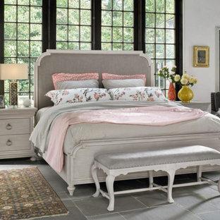 Foto de dormitorio principal, clásico, de tamaño medio, sin chimenea, con paredes blancas, suelo de pizarra y suelo gris