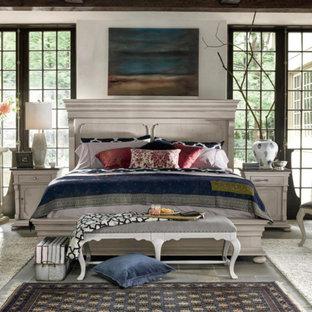 Foto de dormitorio principal, tradicional renovado, de tamaño medio, sin chimenea, con paredes blancas, suelo de pizarra y suelo gris