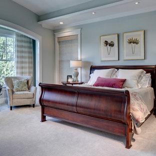 ダラスのトラディショナルスタイルのおしゃれな寝室 (グレーの壁) のレイアウト