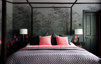 An English Bedroom Gets a Dark and Dramatic Design