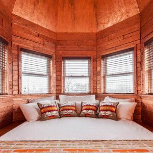 Idée de décoration pour une chambre sud-ouest américain avec un mur marron.