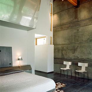 Foto de dormitorio principal, minimalista, grande, con paredes blancas y suelo de baldosas de cerámica
