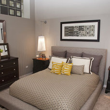 Modern Bedroom by Mary Cook
