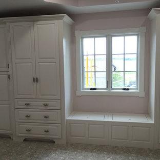 Idee per una grande camera degli ospiti stile shabby con pareti rosa e pavimento con piastrelle in ceramica